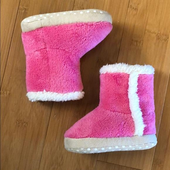 a90070d528ecf NWOT babyGap fuzzy slipper boots pink 5 6. NWT. GAP